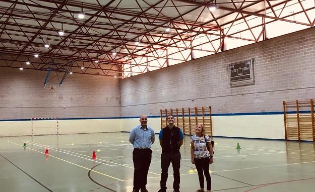 Viana cambia todas las luminarias del Polideportivo Municipal